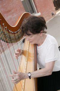 Harpist Jenny Glas