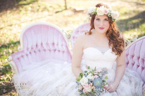 Rent My Dust sofa Heart Box Weddings