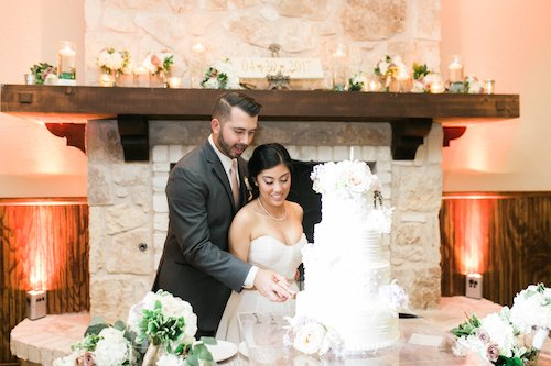 Jessica Shae Photography - Wedding Cake cutting - Bride and groom