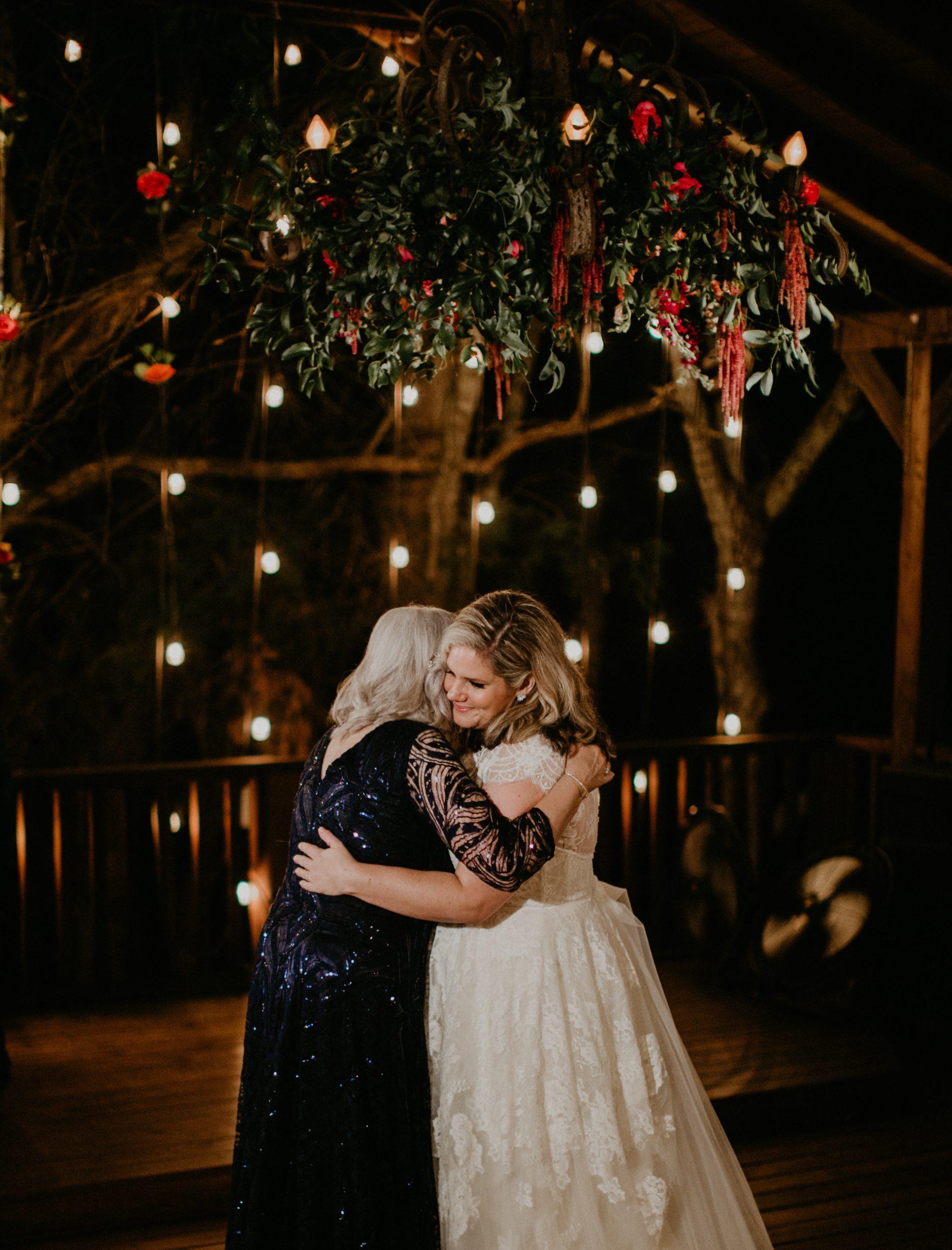 Meme Urbane Photography - Outdoor Garden Wedding - McKinney Texas - Avalon Legacy Ranch - Outdoor Wedding - Mom & Daughter Dance